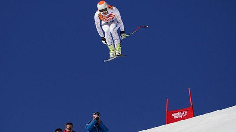 L'un des spectaculaires sauts de la descente olympique de Sotchi