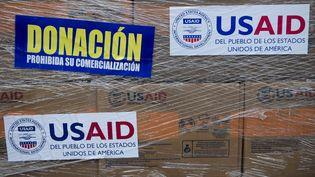 Des cartons de l'aide humanitaire américaine destinée au Venezuela sont entreposés à Cucuta, en Colombie, jeudi 21 février 2019. (RAUL ARBOLEDA / AFP)