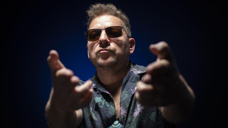 """Le rappeur français Mathias Cassel alias Rockin' Squat, précurseur du hip-hop en France avec son groupe """"Assassin"""". (LIONEL BONAVENTURE / AFP)"""