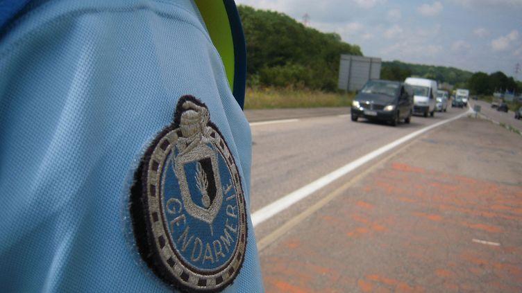 Lors d'un contrôle routier, vérifiant les fichiers des personnes recherchées, les gendarmes ont réalisé que l'homme faisait l'objet d'un mandat d'arrêt européen (photo d'illustration). (THIERRY COLIN / RADIOFRANCE)