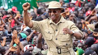 Le chef de file de l'opposition guinéenne, Cellou Dalein Diallo, lors d'un meeting le 4 octobre 2017 à Conakry. Il réclame non seulement l'assainissement du fichier électoral, mais aussi l'abandon du projet de référendum constitutionnel. (CELLOU BINANI / AFP)