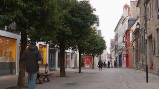 Une rue du centre-ville de Bourges (Cher) (CAPTURE D'ÉCRAN FRANCE 3)