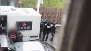 Un convoyeur de fonds s'est évaporé lundi 11 février au matin à Aubervilliers (Seine-Saint-Denis), avec 3 millions d'euros. (FRANCE 2)