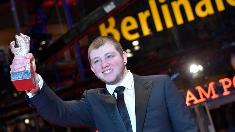 Anthony Bajon sacré meeilleur acteur à la Berlinale 2018.  (Stefanie LOOS / AFP)