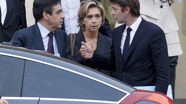 Le Premier ministre, François Fillon, la ministre du Budget, Valérie Pécresse, et le ministre de l'Economie, François Baroin, sortent du palais de l'Elysée, le 5 novembre 2011. (BISSON / JDD / SIPA)