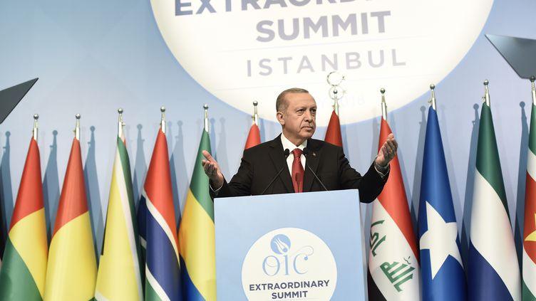 Le président turc Recep Tayyip Erdogan lors du sommet extraordinaire de l'Organisation de la coopération islamique le 18 mai 2018 à Istanbul (Turquie). (YASIN AKGUL / AFP)
