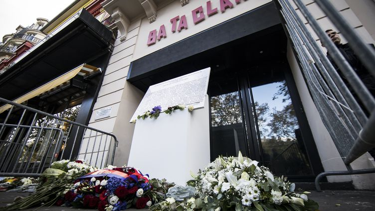 La plaque commemorative en hommage aux victimes des attentats du 13 novembre 2015. (MAXPPP)