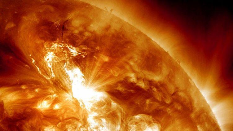 Une éruption solaire capturée par la NASA, le 23 janvier 2012. (NASA / AFP)