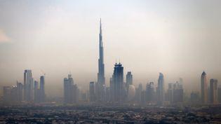 La tour Burj Khalifa, à Dubaï (Emirats Arabes Unis), est encore la plus haute du monde. Jusqu'à ce que la Kingdom Tower la détrône. (MARWAN NAAMANI / AFP)