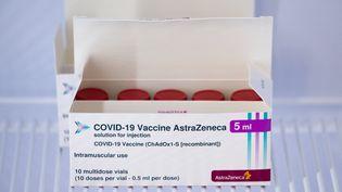 """Le Danemarka déjà annoncél'abandon du vaccin d'AstraZeneca, justifiant ce choix par des effets secondaires """"rares"""", mais """"graves"""".  (ELIANO IMPERATO / CONTROLUCE VIA AFP)"""