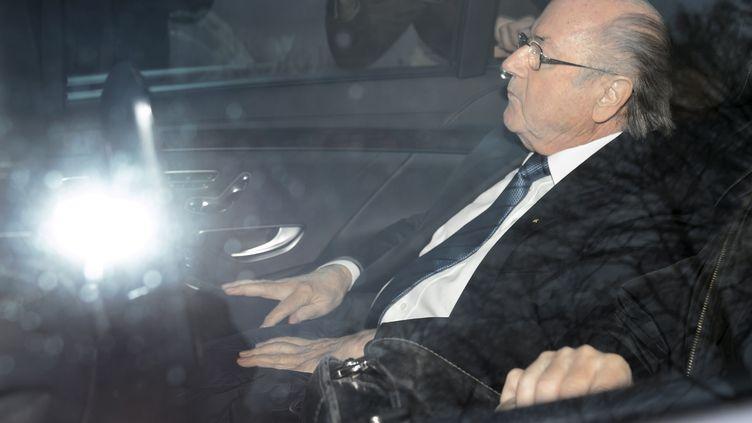 Sepp Blatter veut défendre son honneur.