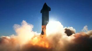 Un prototype de la fusée Starship, développée par SpaceX, décolle depuis Boca Chica (Texas, Etats-Unis), le 9 décembre2020. (SPACEX / AFP)