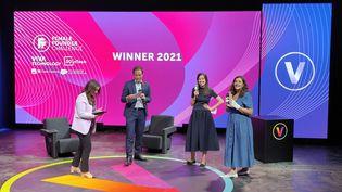 """Remise de prix au""""Female Founder Challenge""""en présence de la directrice générale du salon Julie Ranty et du Secrétaire d'Etat Cédric O. (Faustine Mazereeuw)"""
