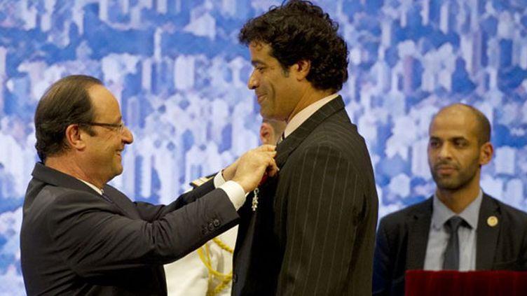 Le président français François Hollande et le footballeur brésilien Raï