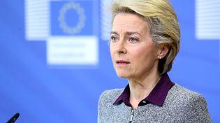 La présidente de la commission européenne Ursula von der Leyen lors d'une conférence de presse à Bruxelles, le 27 août 2020. (FRANCOIS WALSCHAERTS / AFP)