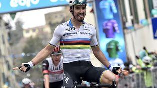 Julian Alaphilippe lors de sa victoire sur la 2e étape du Tirreno-Adriatico, le 11 mars 2021. (TOMMASO PELAGALLI / AFP)