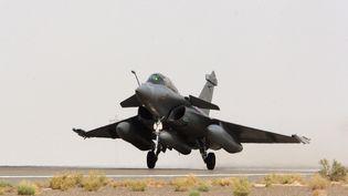 Un avion Rafale décolle pour des vols de reconnaissance en Syrie en vue de frappes aériennes contre des positions de l'Etat islamique, le 8 septembre 2015. (ECPAD / AFP)