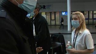 Belgique : à Liège, des bénévoles prêtent main forte à l'hôpital (France 2)