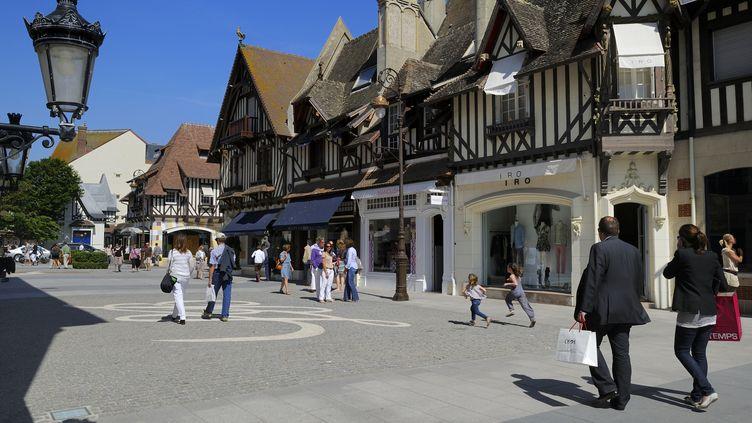 Un décret publié le 7 février 2016 crée une zone touristique internationale a été créée à Deauville (Calvados), permettant l'ouverture des magasins le soir et jusqu'à minuit. (RIEGER BERTRAND / HEMIS.FR / AFP)