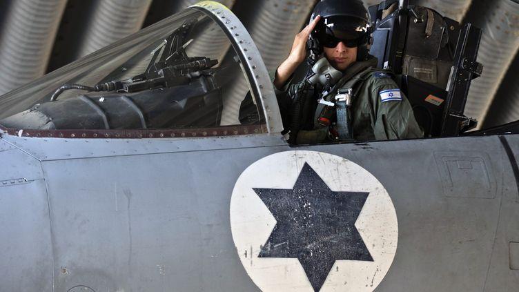Israël aurait mené un raid aérien à la frontière libano-syrienne dans la nuit du 29 au 30 janvier 2013. Ici, un pilote de l'armée de l'air israélienne, le 19 novembre 2012 lors de l'opération menée à Gaza. (JACK GUEZ / AFP)