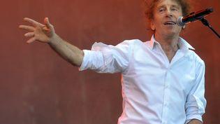 Alain Souchon au Festival des Veilles Charrues en juin 2010. (FRED TANNEAU / AFP)