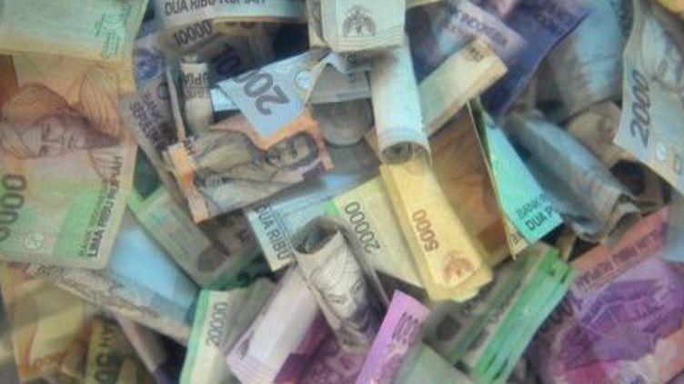Billets de tous les pays. (BAY ISMOYO / AFP)