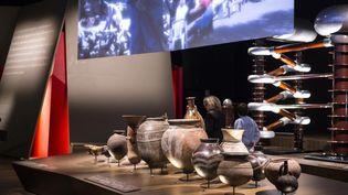 Des vases antiques cotoîent un accélérateur de particules  (Quentin Lafont)