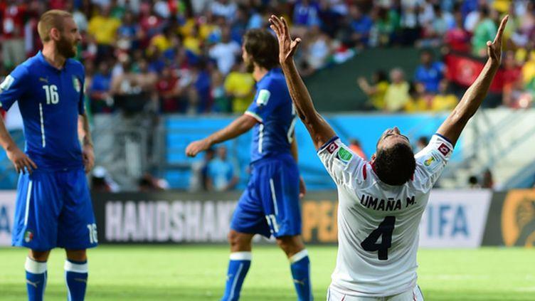 Michael Umaña peut exulter: vainqueur de l'Italie de Pirlo et de Rossi (1-0), le Costa Rica est la sensation de ce premier tour. (RONALDO SCHEMIDT / AFP)