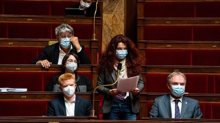 La députée de l'Ardèche Bénédicte Taurine (LFI) lors d'une séance de questions au gouvernement, le 13 avril 2021 à l'Assemblée nationale. (XOSE BOUZAS / HANS LUCAS)