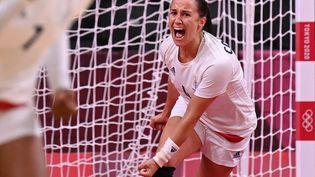 Pauline Coatanea a inscrit quatre butsenpremière période du match du tournoi olympique face à la Suède, le 29 juillet 2021 à Tokyo. (MARTIN BERNETTI / AFP)