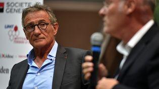 Guy Novès et Bernard Laporte le 1er septembre 2017 à La Bastide-de-Serou (REMY GABALDA / AFP)