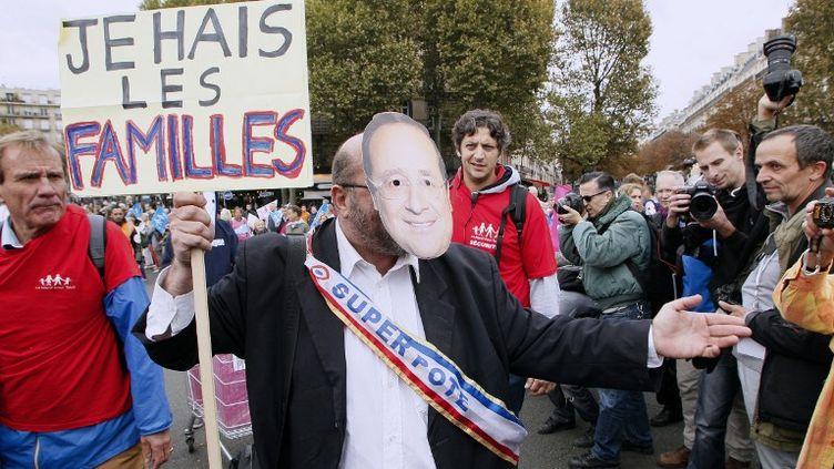 Des opposants à François Hollande lors de la Manif pour tous du 5 octobre 2014, à Paris. (MATTHIEU ALEXANDRE / AFP)