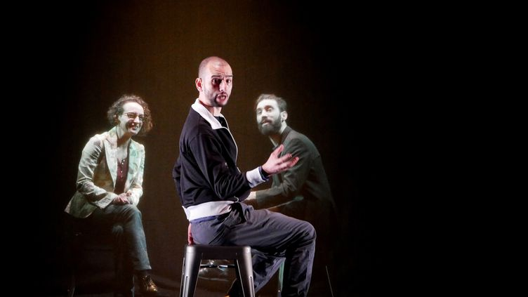 """Hakim Djaziri,Florian Chauvet et Leïla Guérémy dans """"Désaxé"""" deHakim Djaziri, mis en scène par Quentin Defalt. (François Vila)"""