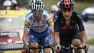 Richard Carapaz (à droite) etJulian Alaphilippe (à gauche) sont respectivement premieretquatrième du classement général du Tour de Suisse après cinq étapes. (ANNE-CHRISTINE POUJOULAT / AFP)