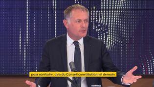 Philippe Juvin, maire LR de la Garenne-Colombes et chef de service des Urgences de l'hôpital européen Georges-Pompidou, était l'invité de franceinfo le mercredi 4 août 2021. (FRANCEINFO / RADIOFRANCE)