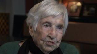 Esther Bejarano est l'une des dernières survivantes de l'orchestre des femmes d'Auschwitz. Elle témoigne. (france 2)