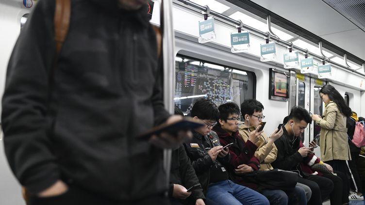 Dans le métro à Pékin, avril 2019 (WANG ZHAO / AFP)
