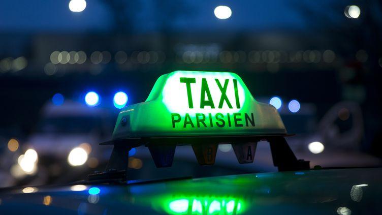 Une plateforme numérique pour aider les taxis parisien (KENZO TRIBOUILLARD / AFP)