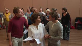 Malika Bellaribi Le Moal en pleine répétition. (P. Perrel  / France Télévisions)