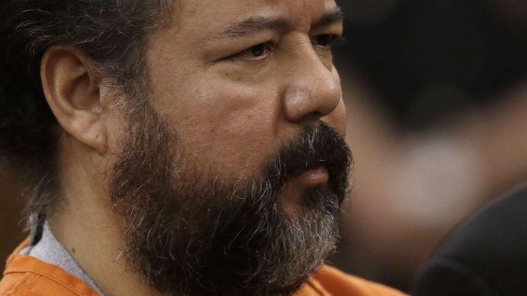 Ariel Castro, 53 ans, inculpé pour avoir séquestré pendant une dizaine d'années trois jeunes Américaines dans une maison de l'Ohio, photographié au tribunal de Cleveland, le 17 juillet 2013. (TONY DEJAK / AP / SIPA)