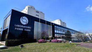"""L'usinede la multinationale pharmaceutique française """"Pierre Fabre"""" à Gien (Loiret), le 21 mars 2018. (GERARD JULIEN / AFP)"""
