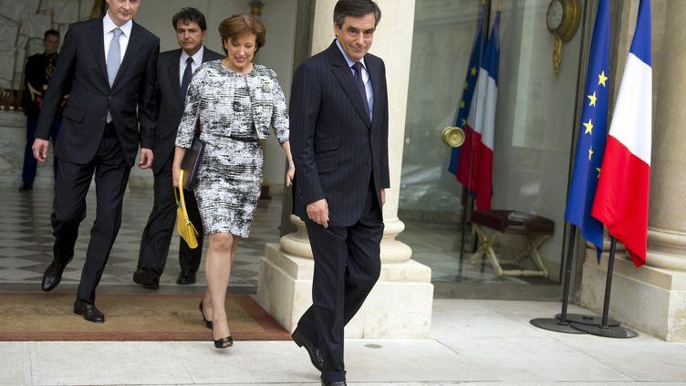 François Fillonet ses ministres quittent l'Elysée après le dernier Conseil des ministres du quinquennat, le 9 mai 2012 à Paris. (LIONEL BONAVENTURE / AFP)