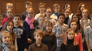 Dans l'est de la France, des chorales de Noël ont fait le choix de délaisser les traditionnels chants grégoriens. Reportage. (France 3)