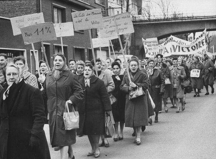 Une manifestation de femmes de mineurs en mars 1963. (PAUL SCHUTZER / THE LIFE PICTURE COLLECTION)