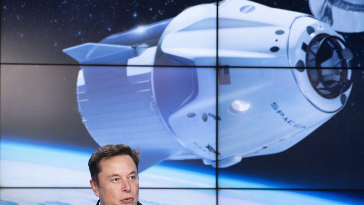 Le PDG de SpaceX, Elon Musk, s'exprime lors d'une conférence de presse au Centre spatial Kennedy en Floride (Etats-Unis), le 2 mars 2019. (JIM WATSON / AFP)