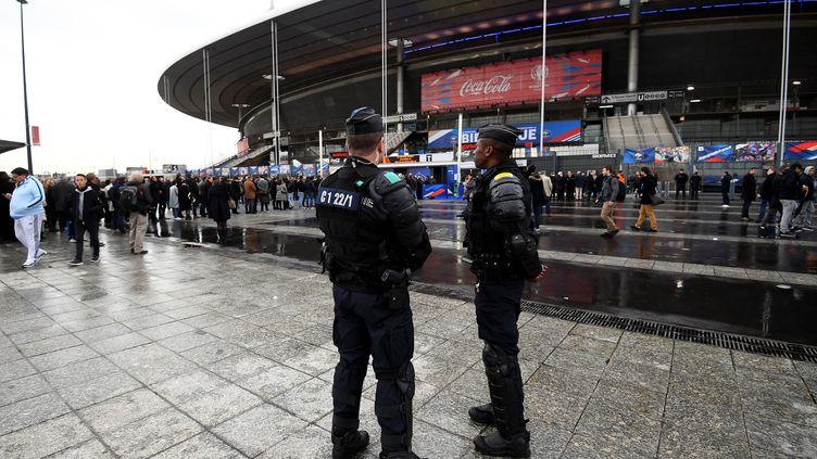 Grosse présence policière au Stade de France avant le match contre la Russie