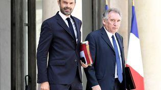 Edouard Philippe et François Bayrou, le 31 mai 2017 à la sortie de l'Elysée. (STEPHANE DE SAKUTIN / AFP)