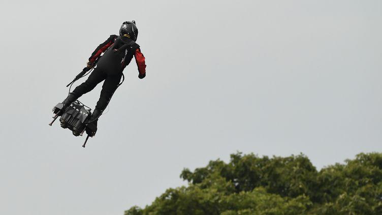 Le champion du monde de jet-ski français Franky Zapatalors du défilé du 14-Juillet à Paris, le 14 juillet 2019. (LIONEL BONAVENTURE / AFP)