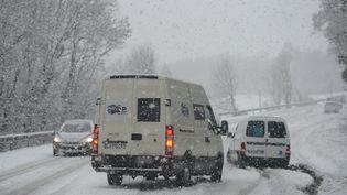 Une route enneigée entre Vienne et Bourgoin-Jaillieu (Isère), le 21 février 2015. (MOURAD ALLILI / CITIZENSIDE)