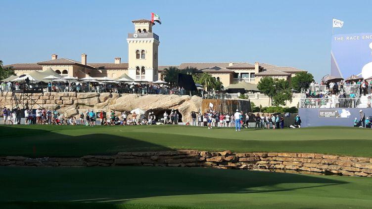 Le green du 18 sur le Jumeirah Golf Estates de Dubaï où seulement deux français ont participé à la finale de la Race To Dubaï cette année. (Fabrice Rigobert Radio France)